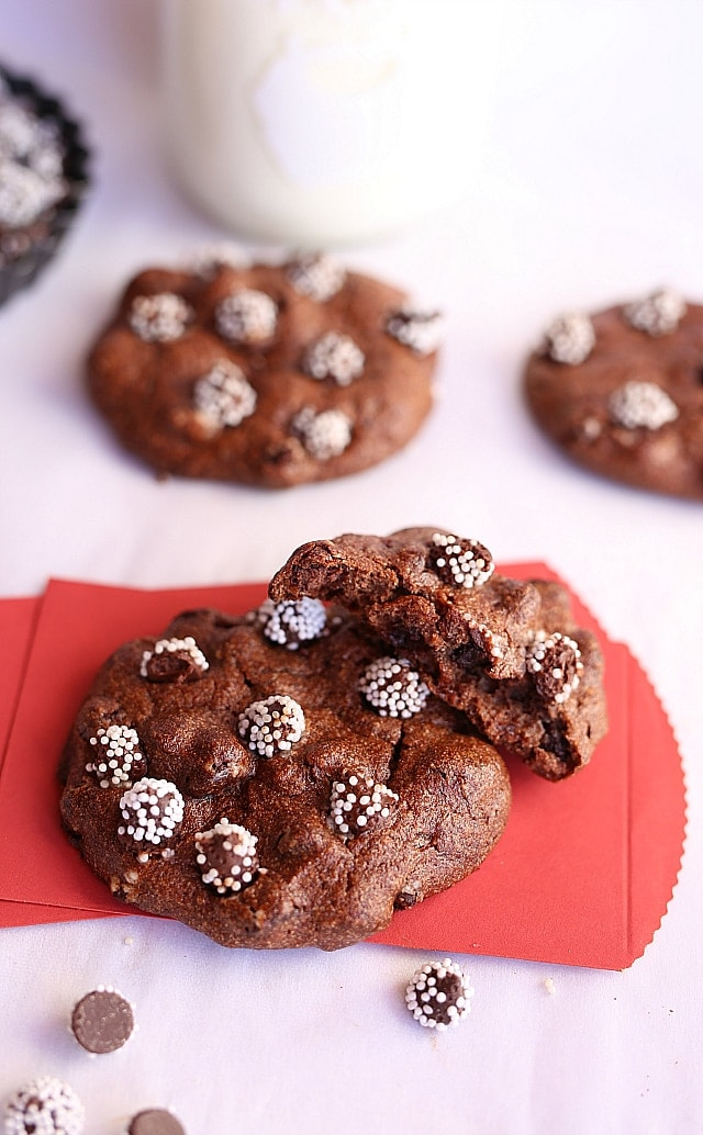 Flourless chocolate cookies made with egg whites