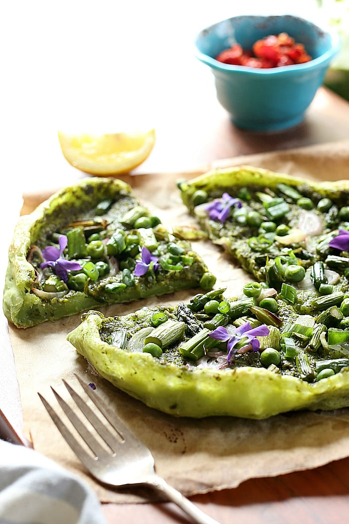 healthy avocado pesto pizza