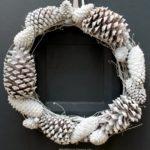 $10 Pine Cone Wreath : DIY