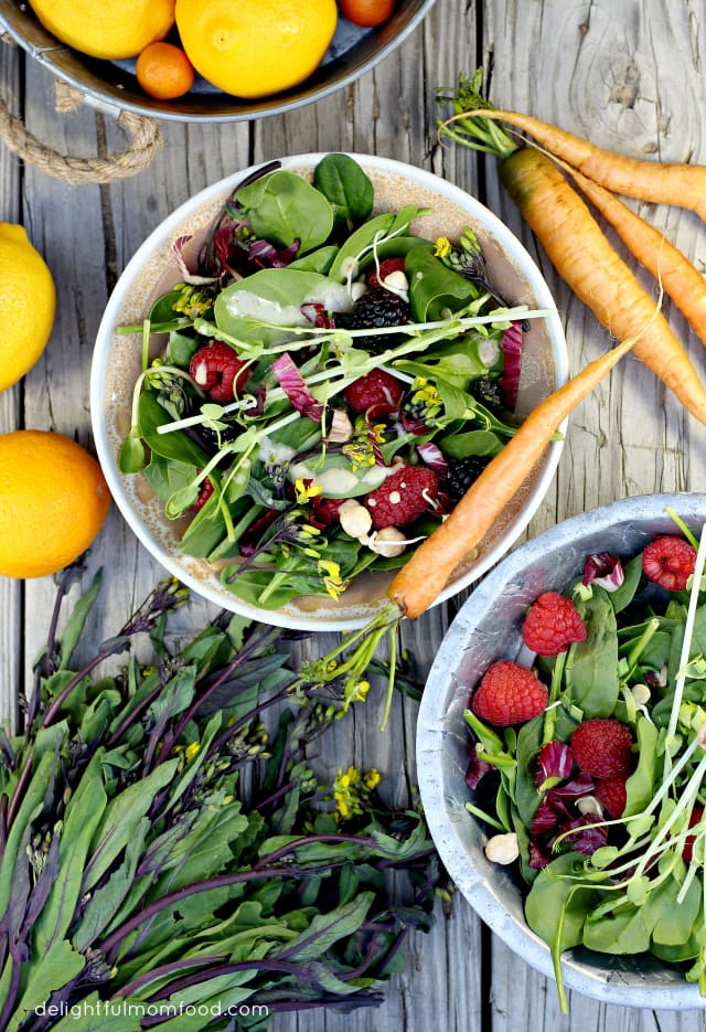 overview of spinach salad recipe with dressing
