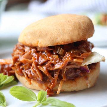 vegan jackfruit pulled pork bbq sandwich