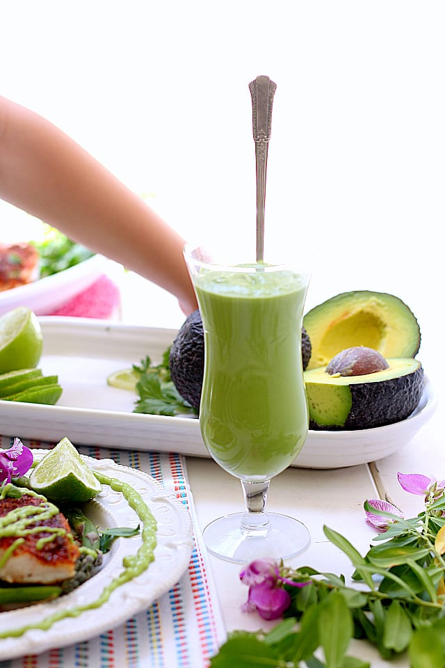 Creamy Avocado and Cilantro Fish Taco Sauce. Made of cilantro, lime juice, Greek yogurt and a sprinkle of salt to compliment your favorite dish. | Delightful Mom Food