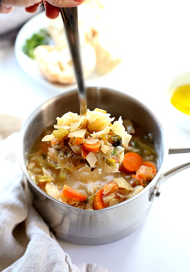 The best detox recipe: a filling and savory cabbage soup diet recipe! Feel lighter and cleaner with this Cabbage Soup to detox the body! #detox #cabbage #soup #diet #recipe  #vegetarian #slowcooker #easy #healthy #recipe | Recipe at delightfulmomfood.com
