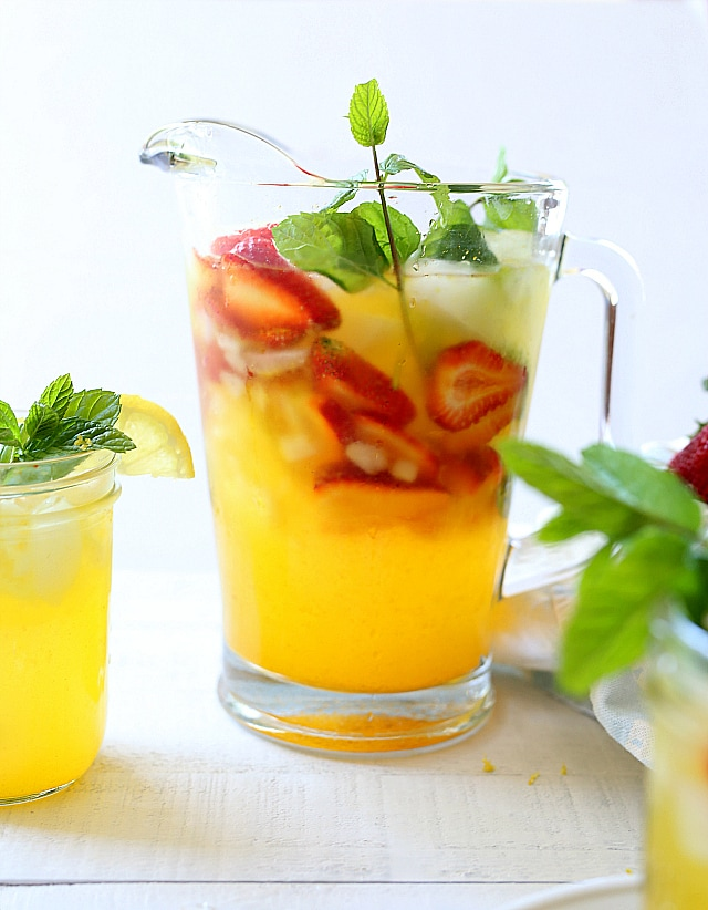 Lemonade with turmeric and black pepper