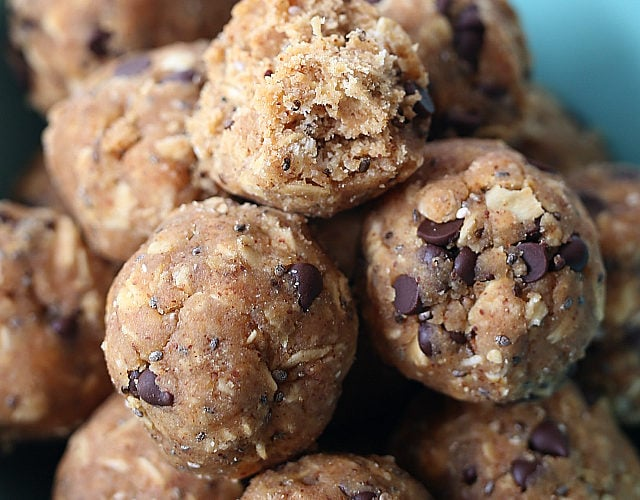 The easiest chocolate chip cookies! These vegan no-bake chocolate chip cookie bites taste like a chocolate chip cookie only made without butter, dairy, gluten and an oven! A tasty energizing dessert or snack ready in less than 10 minutes. #energybites #energyballs #recipe #glutenfree #vegan #healthy #nobake #chocolatechip   delightfulmomfood.com