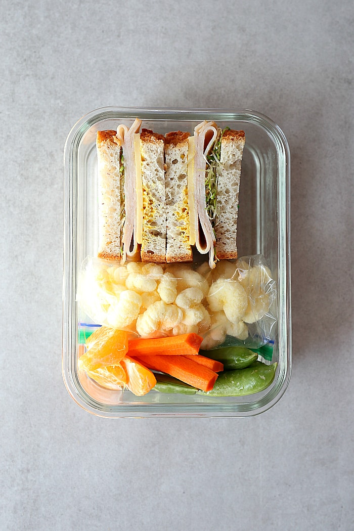 Turkey sandwich with vegetables