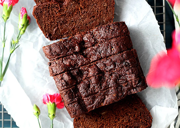 Gluten free chocolate banana bread -One of the richest gluten free chocolate banana bread recipes, especially for being on the healthy side!A favorite chocolate bread loaf easily made with cocoa powder, chocolate chips, ripe bananas, gluten-free flours, and refined sugar free sweeteners. #healthy #glutenfree #quickbread #bread #quick #banana #chocolate #loaf | Recipe at delightfulmomfood.com