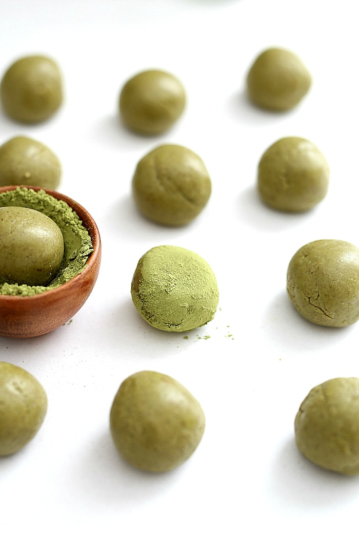 Matcha energy balls packed with protein powder and sweetened with dates. Improve mental awareness, immunity and muscles with these all-natural and gluten-free matcha green tea protein balls! #matcha #greentea #energy #protein #balls #bites #powder #healthy #quick #snack #postworkout #afterworkout #energybites #proteinballs #recipe #glutenfree #grainfree #dairyfree | Recipe at delightfulmomfood.com