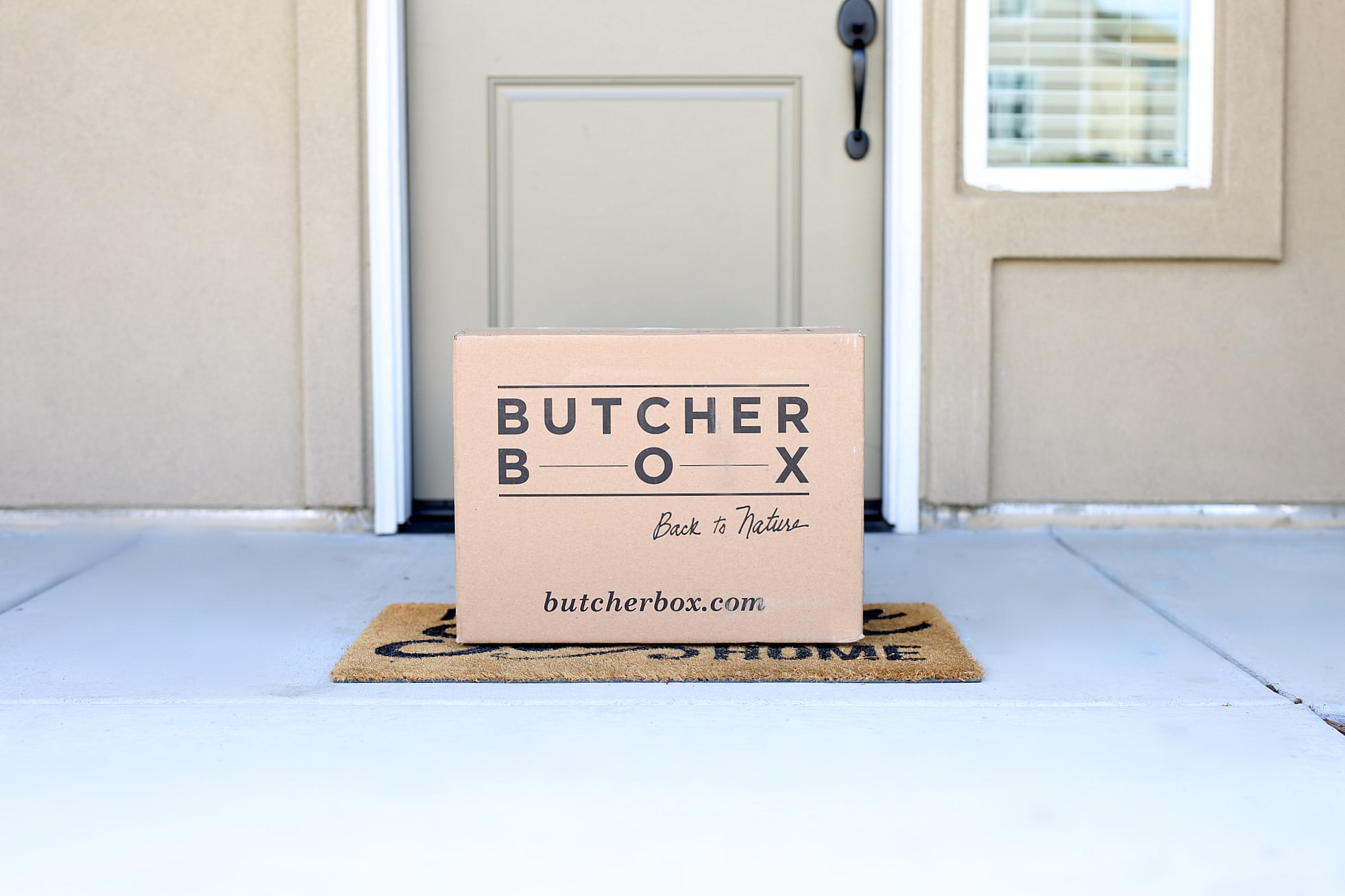 Heard of Butcher Box meat delivery service, and wondering if it's worth getting meat delivered? In this Butcher Box review learn why it is rated one of the top meat sources, plus all the pros, cons and discover if it's the right fit for you. #Butcherbox #affiliate #meatdelivery #organicmeats #review | Delightful Mom Food