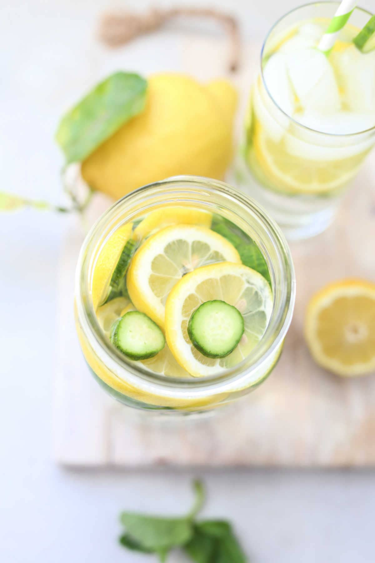 Infused water recipes for detox and cleansing the body! These flavored water recipes will help you stay hydrated, nourished, cleansed, and are excellent if you are trying to stick to a low-carb diet and cut sugars! #infusedwater #recipes #weightloss #detox #cleanse #water #flavored #fruitwater | Recipes at Delightful Mom Food