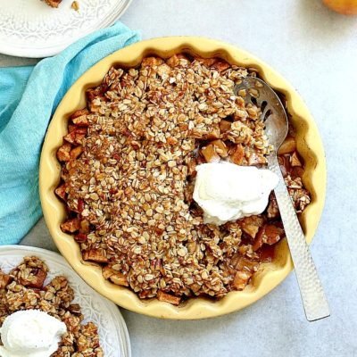 Cozy up this Fall with this vegan and gluten-free apple crisp recipe made with healthier sugars! It is a simple apple dessert prepared in 10 minutes, caters to most food allergies, and always wins the crowd over! #glutenfree #vegan #applecrisp #holiday #apples #recipe #dessert #sweets | Recipe at Delightful Mom Food