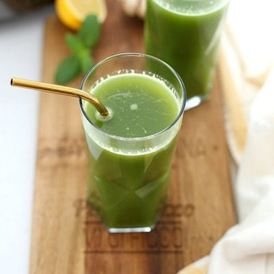 Green machine juice to help reset your body, detox, and pump you full of vital nutrients to instantly increase energy and gut health! This green drink is delicious, refreshing, and simple to make in both a juicer or blender. #greenmachinejuice #green #juice #detox #drinks #beverage #wellness #healthy #glutenfree #cleanse #recipe | Delightful Mom Food