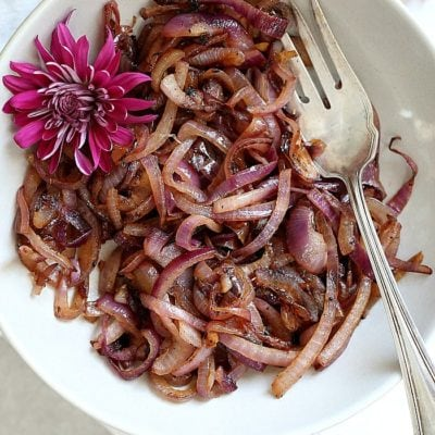 When you need a quick side on the table to revamp any dish, caramelized onions are just the ticket! Caramelizing onions decreases sharp aromas of an onion while adding depth and flavor. It is an essential ingredient that brings out character in most savory dishes! #caramelizedonions #onions #recipe #easy #healthy #glutenfree #sauteedonions #sides #vegan #vegetarian   Recipe at Delightful Mom Food