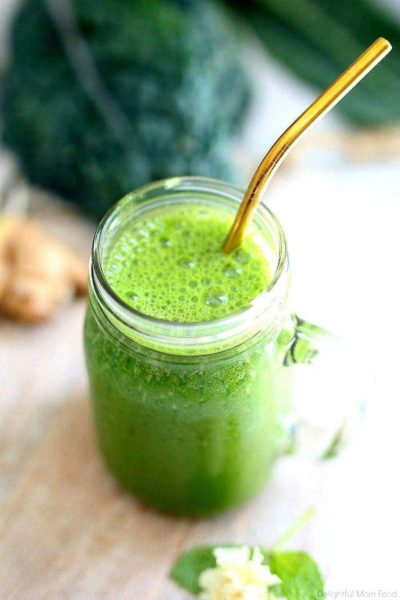 This chlorella detox smoothie is bursting with delicious tropical flavors in a vibrant green color that is packed with superfoods, vitamins, minerals and antioxidants that detoxify the body from the inside out! #chlorella #detoxsmoothie #greensmoothie #vegan #detoxrecipe #smoothie #bestchlorella #chlorellasmoothie #breakfast #snack | Recipe at Delightful Mom Food
