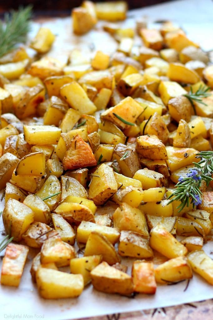 roasted potatoes recipe flavored with fresh rosemary olive oil dressing
