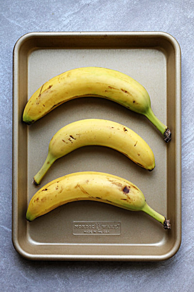 how to ripen a banana in a bag and sheet pan with bananas on a pan