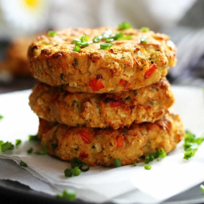 Baked Gluten-Free Crab Cakes With Spicy Greek Yogurt Aioli